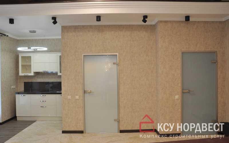 Поклейка обоев на стены, потолок из гипсокартона с лепным декором, укладка на пол керамогранита