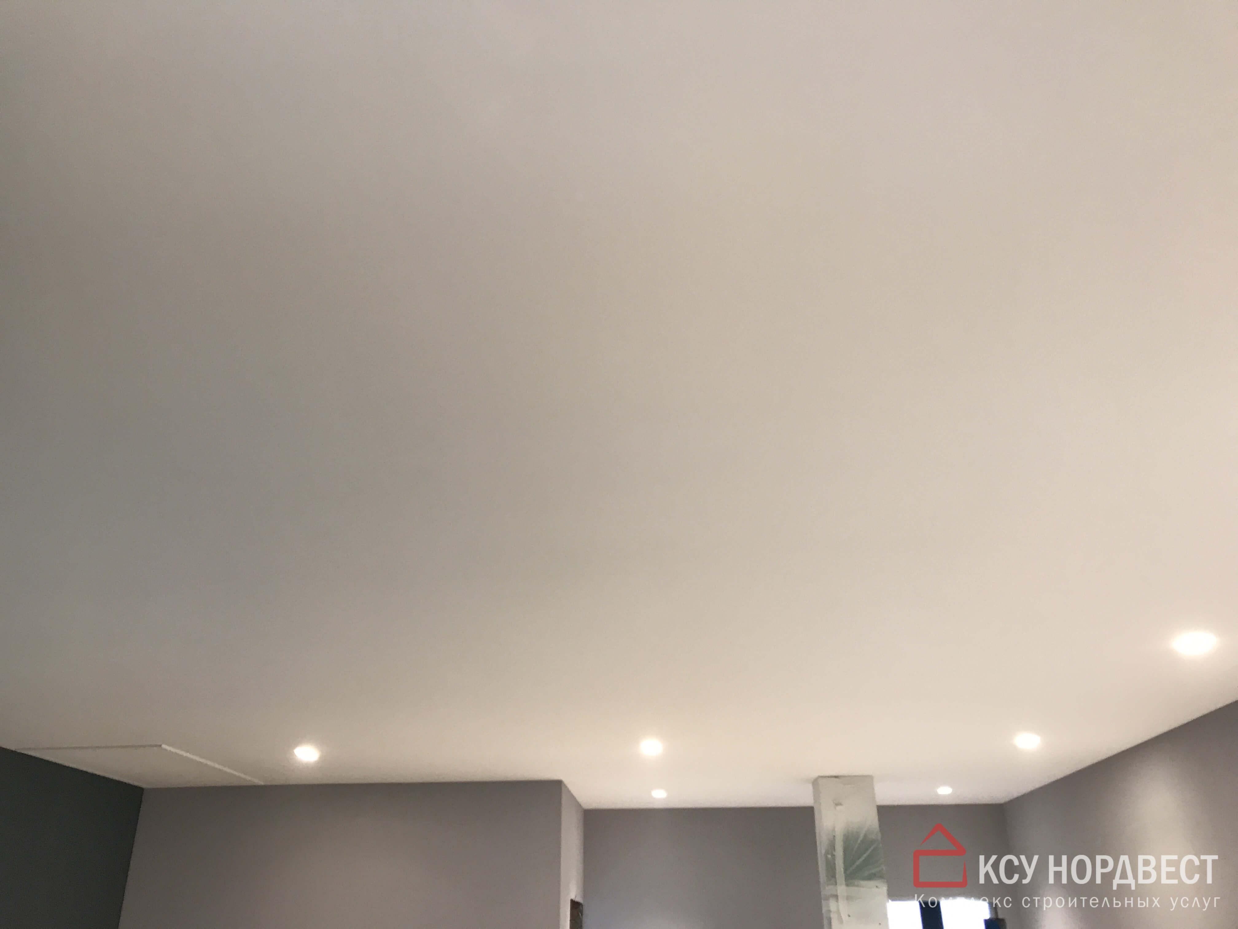 безвоздушная покраска потолка