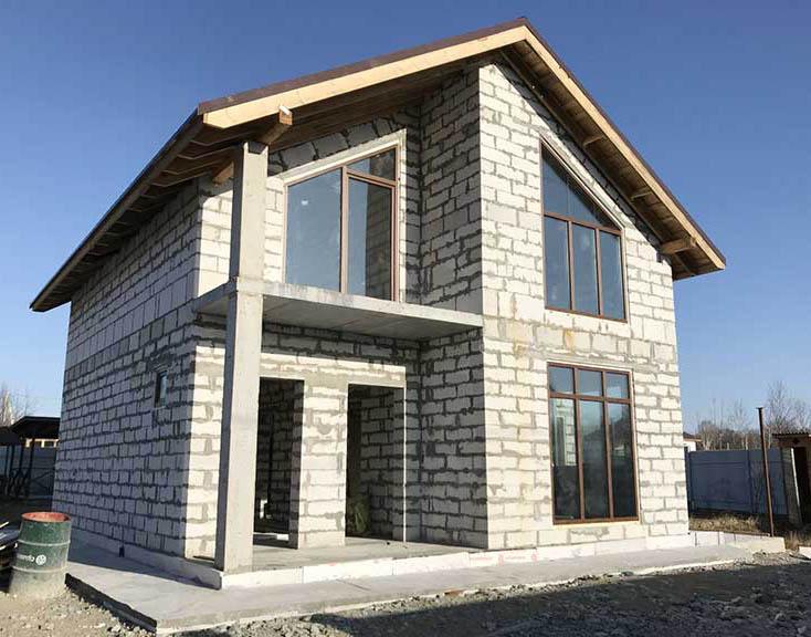 двухэтажный дом из пеноблока
